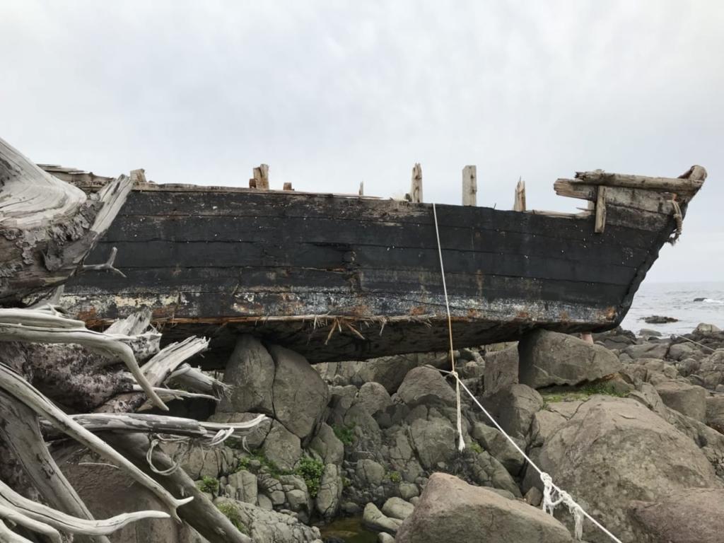 石川県の日本海沿岸に漂着した北朝鮮のものと見られる木造船(2018年5月12日、デイリーNKジャパン)